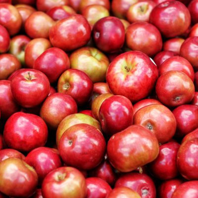apples-blur-close-up-1453713
